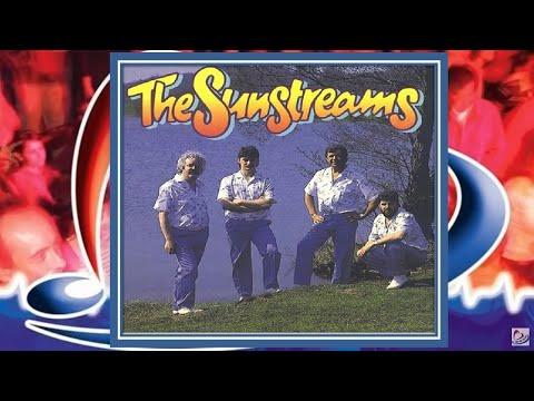 The Sunstreams ♪ Zeemanslied ♫ Zij stonden aan de waterkant, hij drukte zacht haar bleke hand...
