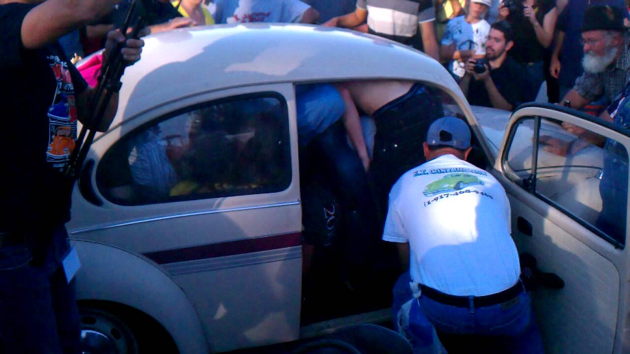 """Pasco Bug Jam"" How many people can you fit in a Volkswagen Beetle? - YouTube"