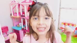 Laurinha finge brincar de policial 👮 com o papai