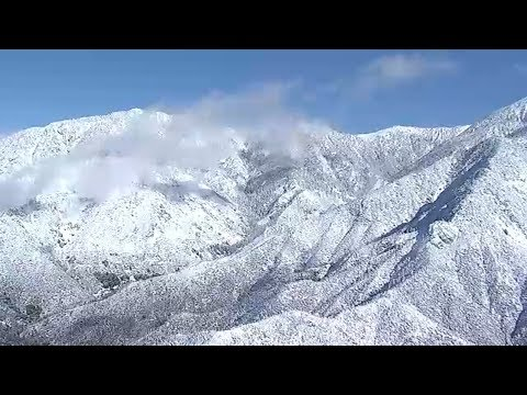 Download LIVE: Powder white snow caps mountains across Angeles National Forest I ABC7