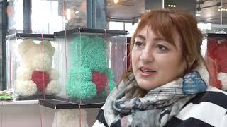Смотреть видео Романтичное поздравление девушек с праздником 8 Марта в бизнес-центре «Нагатинский» онлайн