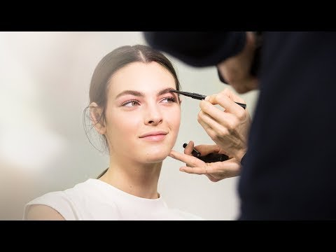 CHANEL Backstage Makeup Look – FROM THE SHOW TO YOUR HOME – Spring-Summer Haute-Couture 2018