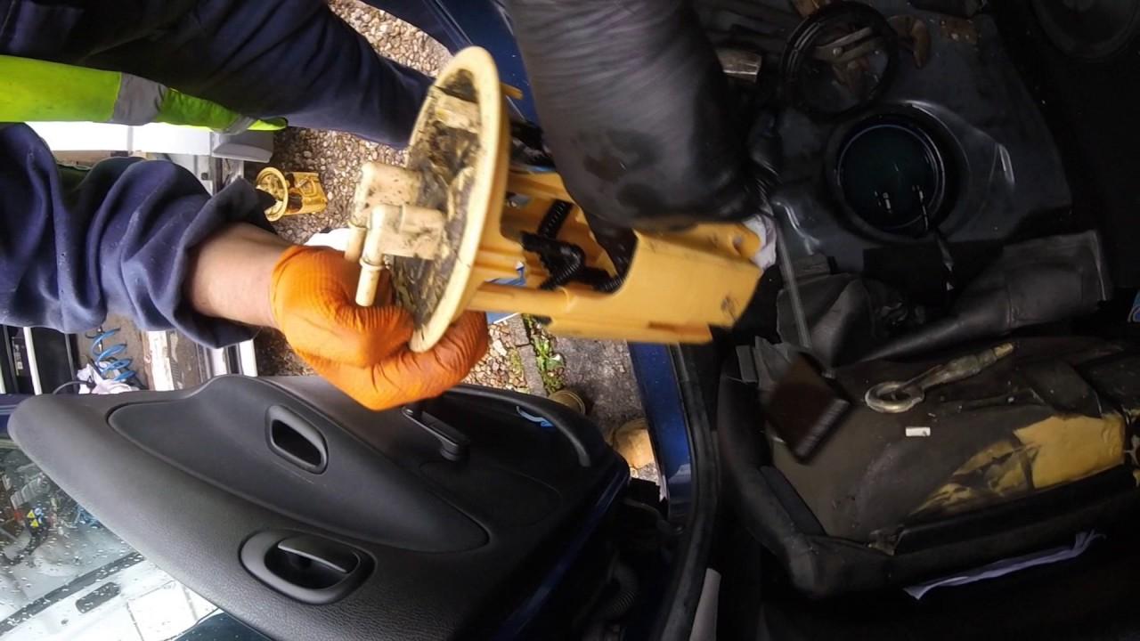 Kак поменять датчик уровня топлива Peugeot  How to change fuel sender