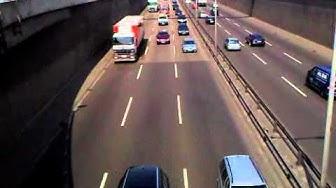 Die Berliner Stadtautobahn A100: Autoverkehr, Polizei, Raserei, Verkehrslärm