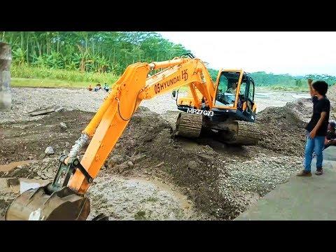 New Excavator Sinking The Concrete Slab Hyundai 220LC-95 Komatsu PC200 Hitachi EX200