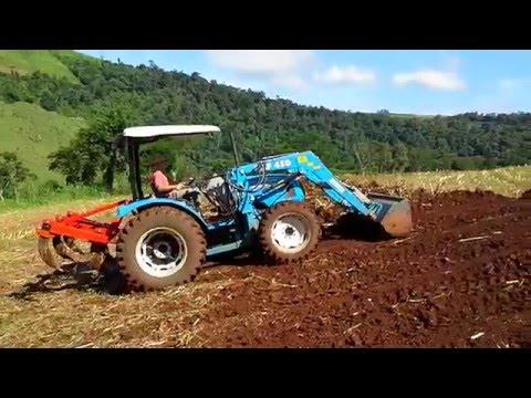 LS Tractor U60 com plaina agrícola dianteira Stahar PAF 450 parte 1