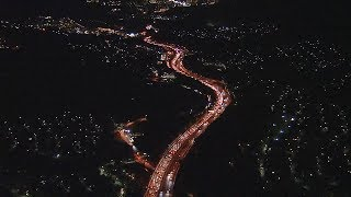 Uターンラッシュで渋滞する高速道路