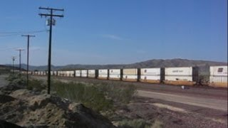 USA: A long freight train passing westbound through Barstow (San Bernardino County, California)