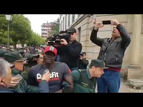 Tensión al llegar el acusado del crimen de Tatiana Vázquez