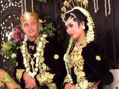 "Javanesse Bride Ceremony ""Enik Wijayanti & Christoper James Mc Laverty"