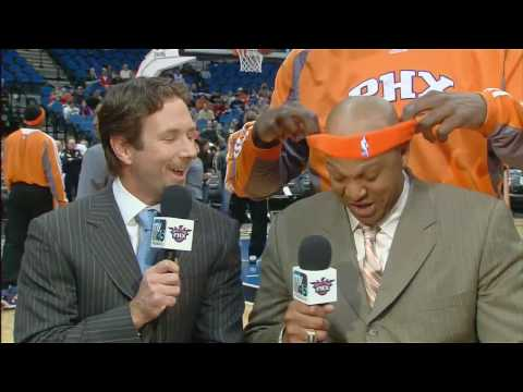 Shaq puts a Headband on Scott Williams