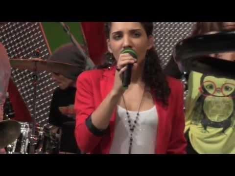 """Natalia Kelly singt """"Shine"""" mit Russkaja (ein Blick hinter die Kulissen)"""