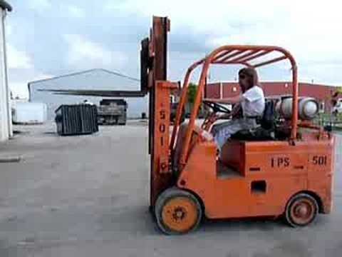 Caterpillar tow motor tb0c forklift youtube for Tow motor vs forklift