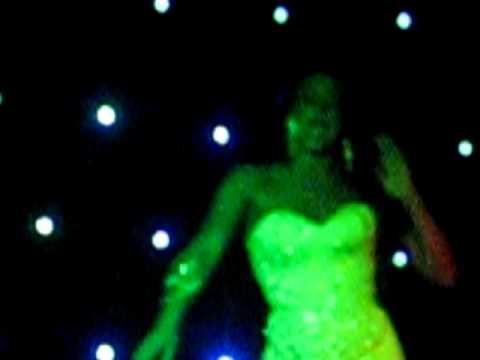 camily rodrigues show bar queen