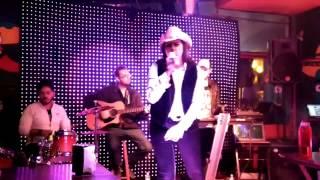 Na Hora da Raiva... interpretada ao vivo por Dijane Paixão.