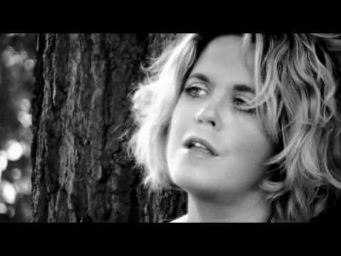 """Amy Wadge """"Hold Me"""