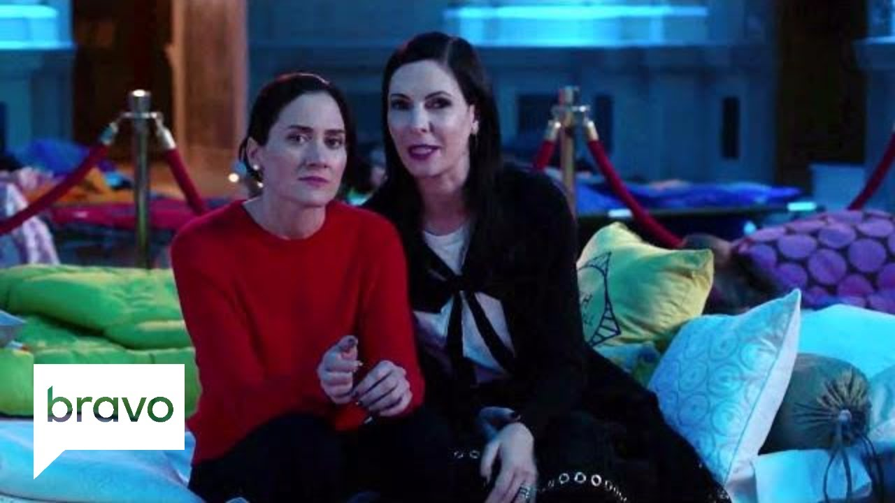 Download Odd Mom Out: Welcome to the Hall of Moms (Season 3, Episode 9) | Bravo