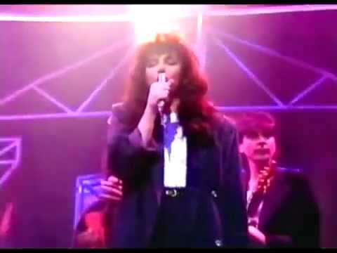 Kate Bush - Running Up That Hill (Live 1985)