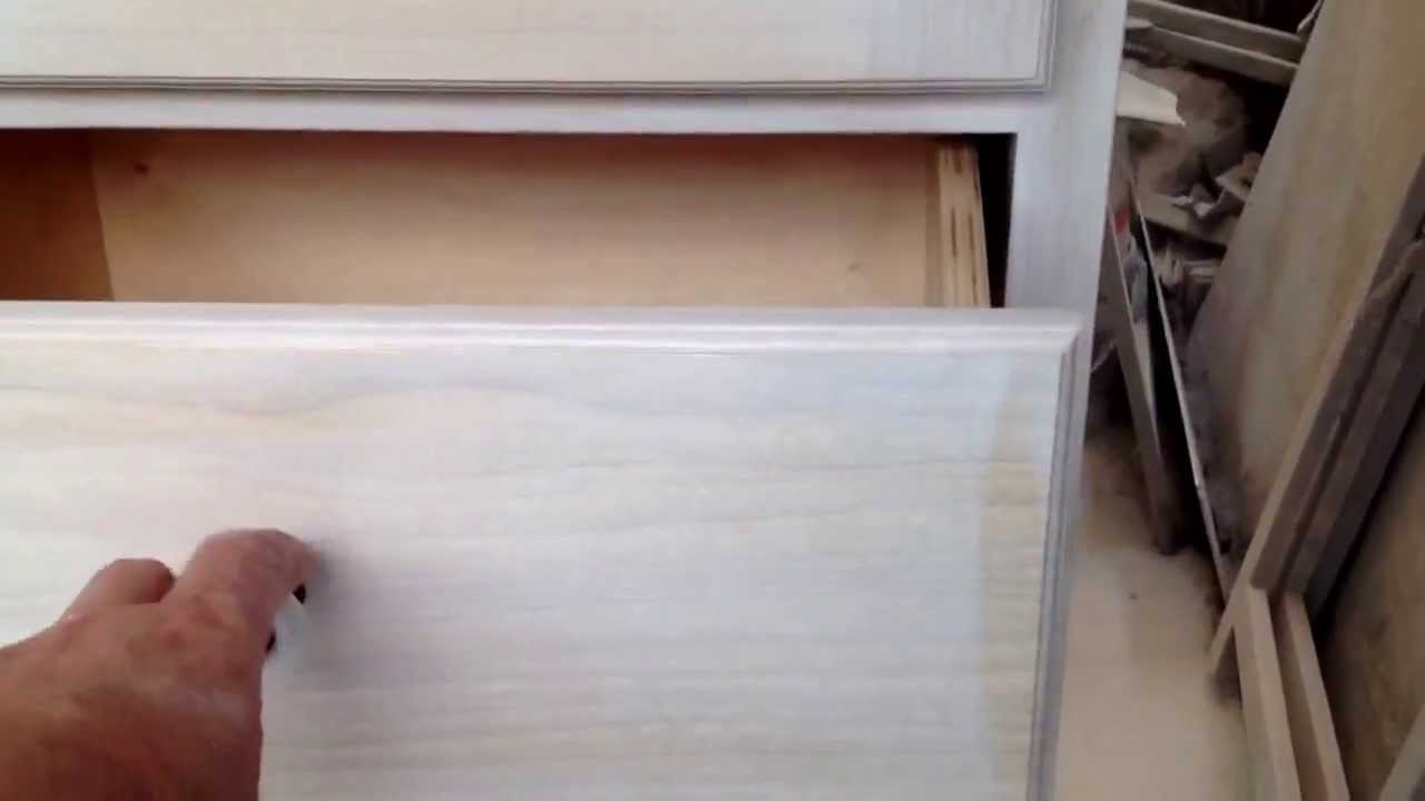 Mobile per bagno con portabiancheria scorrevolein legno