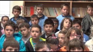 Учениците од Сандо Масев во посета на градската библиотека