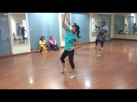 Mai nagin Dance nachna!! Awesome video :)