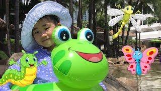 Five Little Speckled Frogs | Nursery Rhymes | Kids Song