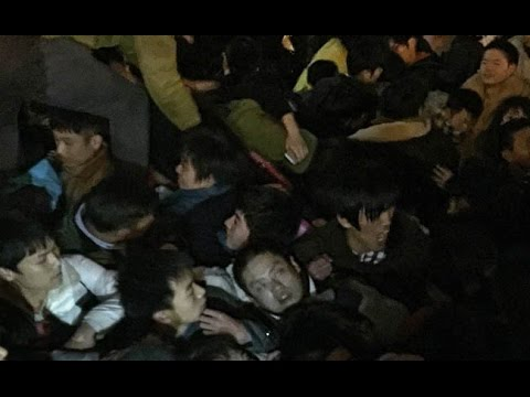 [RAW] Inside shanghai stampede New Year 2015, First released video footage.