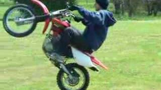Download Video Really slow wheelie on an XR80 MP3 3GP MP4