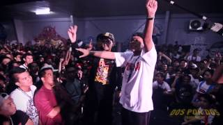 Repeat youtube video FlipTop - Loonie/Abra vs Shehyee/Smugglaz @ Dos Por Dos Tournament
