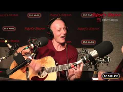 Phil Collen and Steve Jones perform 'Stay With Me' on Jonesy's Jukebox