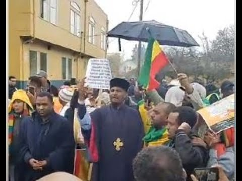 SEATTLE – Ethiopians Protesting Against Jawar Mohammed In South Seattle Sunday.