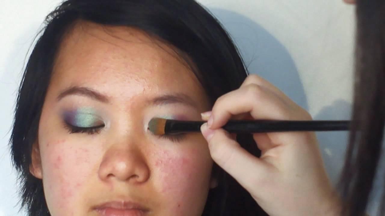 Astuce maquillage correcteur: yeux avec un Pli Palpébral – Yeux Tombants