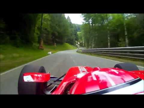 Macchina Da Formula 1 In Strada!