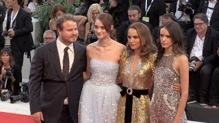 Baixar Natalie Portman, Stacy Martin and more on the red carpet for the Premiere of Vox Lux in Venice