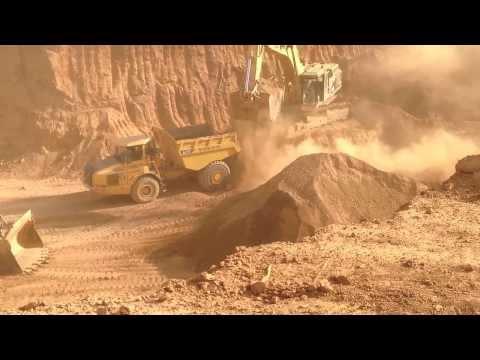 travaux d'excavation sur la mine de Lam-Lam