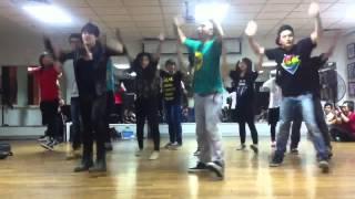 Routine Flashmob Wake Me Up - I Embrace the world from Viet Nam - RMIT - FREEDOM