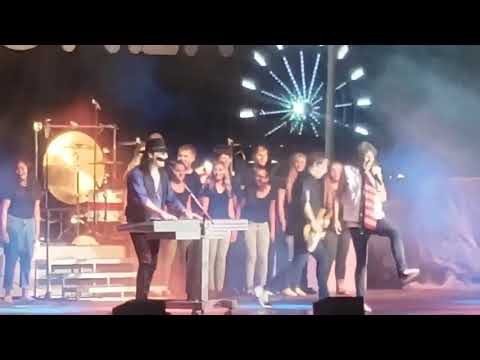 Nolan, Malone, Kullik and Tracey - North Ridgeville HS Show Choir Performs With Foreigner