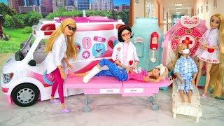 Barbie Care Clinic - Ambulance into Hospital Ambulância Rumah sakit Hôpital Krankenhaus سياره اسعاف