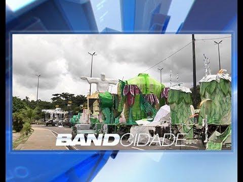 Alegorias das escolas de samba atrapalham trânsito no Sambódromo