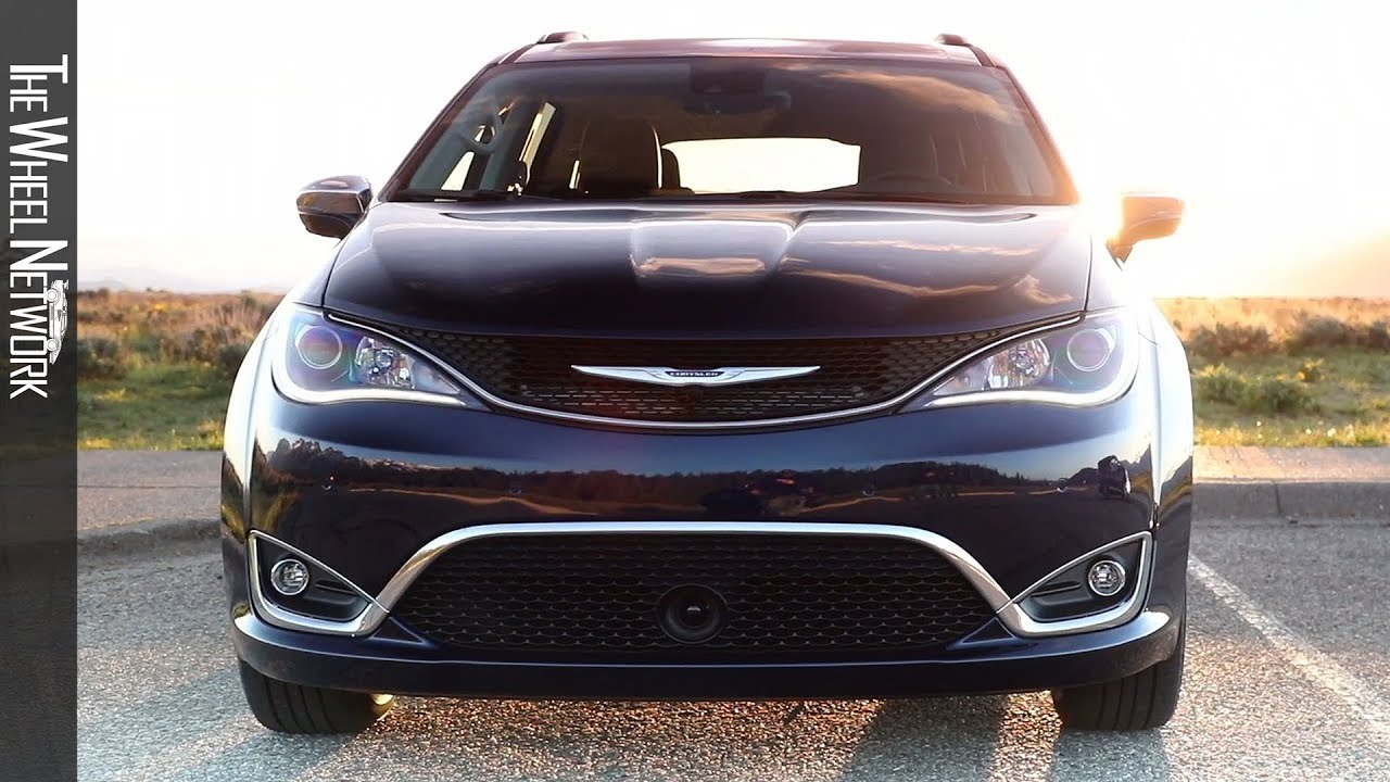 Chrysler Pacifica 2020 Review.2020 Chrysler Pacifica Limited Driving Interior Exterior