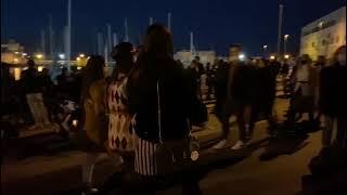 Trani, folla record invade il centro: traffico congestionato in città
