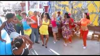 Dancing Salsa En La Callejón de Hamel Havana, Cuba