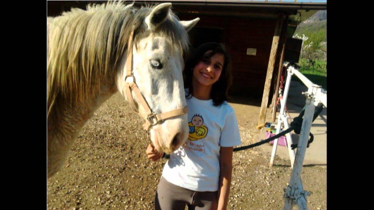ragazza bionda cavallo bianco film