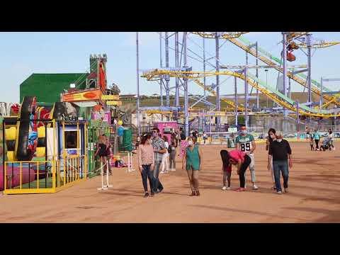 Buen ambiente y mucho público en el primer día de apertura del parque de atracciones Vive Park