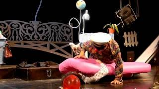 Лицедеи. Премьера спектакля Old School(Премьерный показ спектакля Old School в театре Лицедеи. Видео - Павел Вагапов (Дипломат.ру - http://diplomatru.ru/), 2012-09-26T21:13:47.000Z)