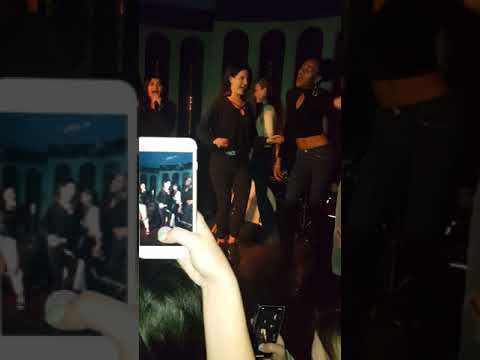 Lana del rey doing karaoke with fans