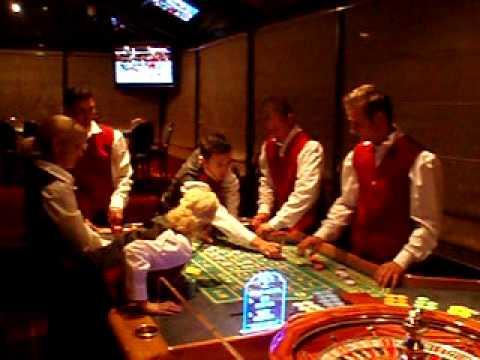 casino dealer løn