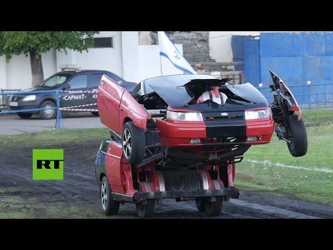 Rusia: Un coche Lada se convierte en un 'Transformer'