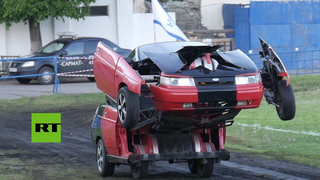 Rusia: Un coche Lada se convierte en un \'Transformer\' - YouTube