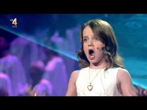 Amira Willighagen and Jackie Evancho singing